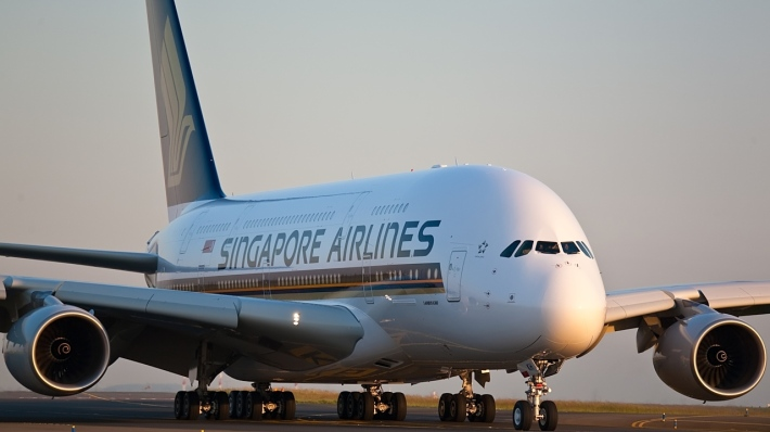 singapore-airlines-airbus-a380-first-to-fly-22