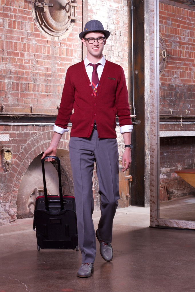Air Canada rouge_Uniform_Men's Look 1 w luggage