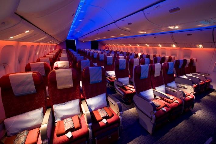 pic-72-qatar-airways-boeing-777-300er-economy-class-cabin