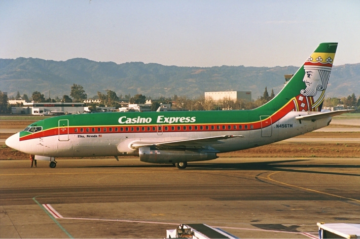 Casino_Express_Boeing_737-200_Silagi-1