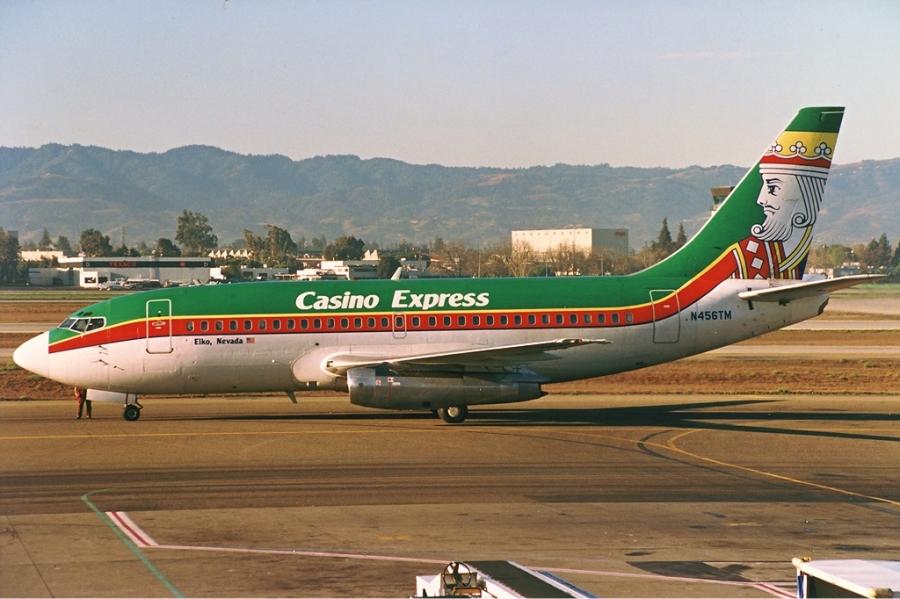 Casino_Express_Boeing_737-200_Silagi-1