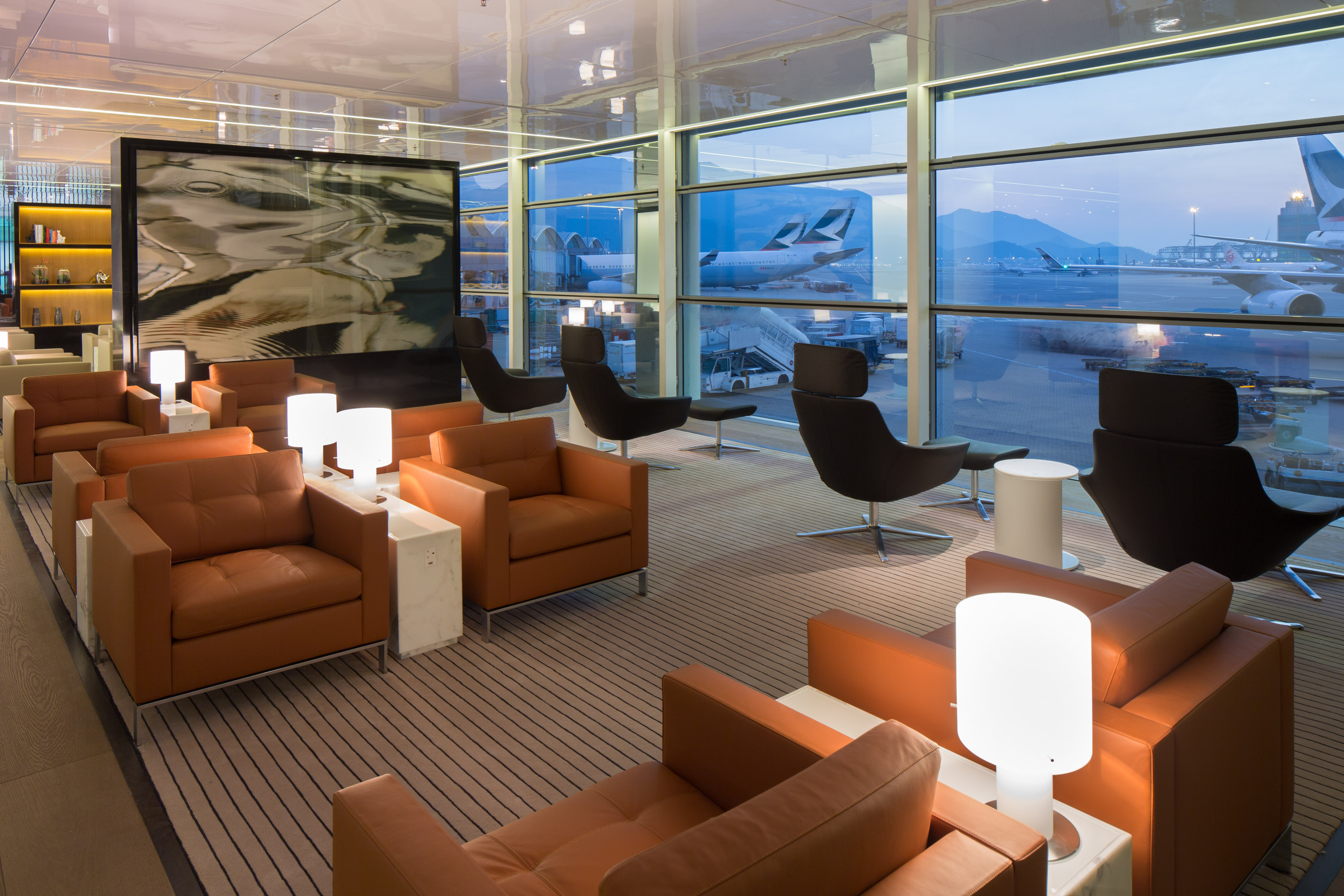 Cathay pacific s new bridge lounge at hong kong for Lounge designs