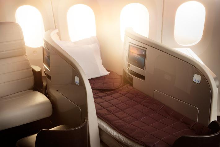 Boeing_787-9_BusinessPremier_Lie_Flat_Bed