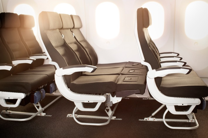 Boeing_787-9_Skycouch_Extended