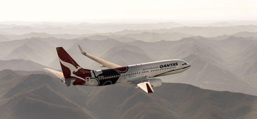 qantas-boeing-jet-aboriginal-dreamtime-livery-Mendoowoorrji-2000b
