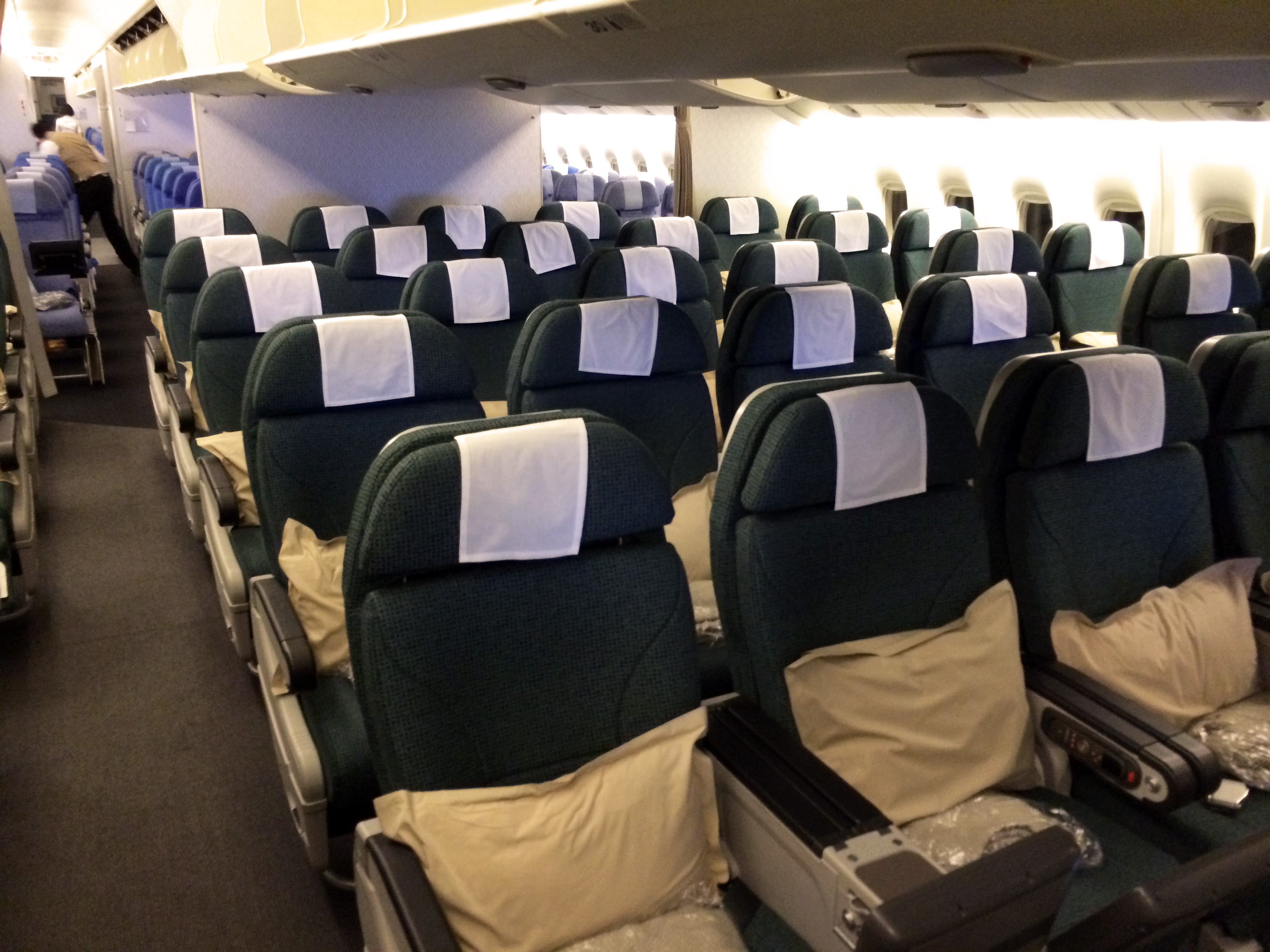 Pic my etihad pearl business class seat 9h on b777 300er may 2012 - Cxpremecon23