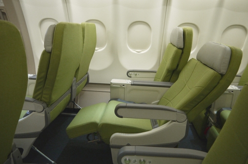 skymark-330-seatrecline1-s