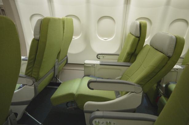 skymark-330-seatrecline1-s