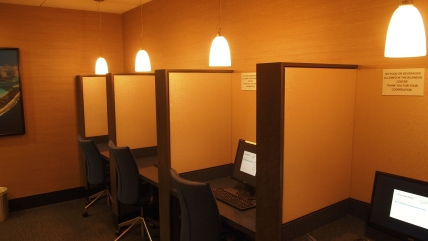 Work stations available in the lounge