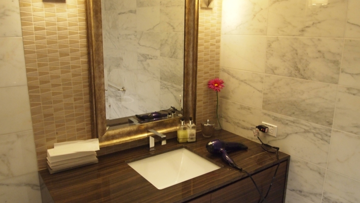 Inside one of the shower rooms at Korean Air's lounge