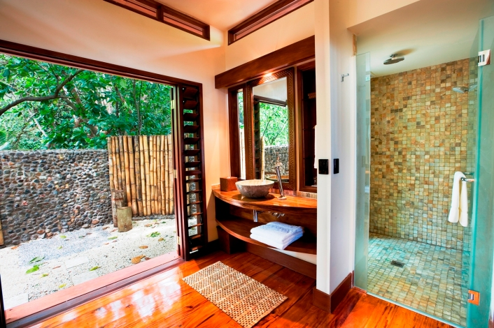 LLR 87 beach bure indoor and outdoor showers