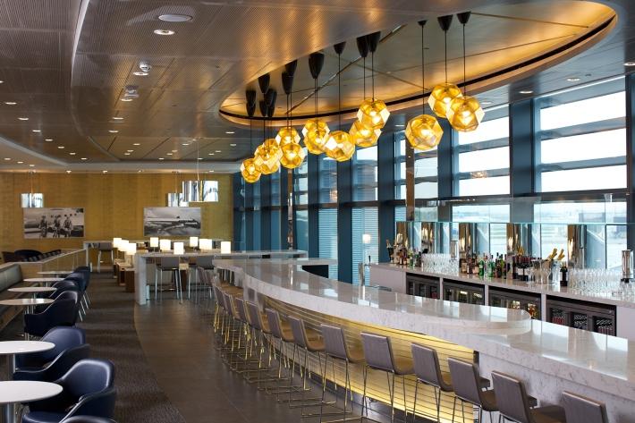 Bar in United Club, Heathrow T2