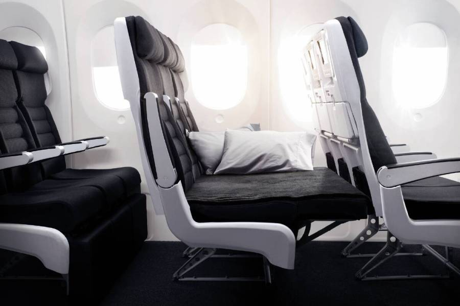 air_nz_economy_skycouch_footrest_up_-_777-30011