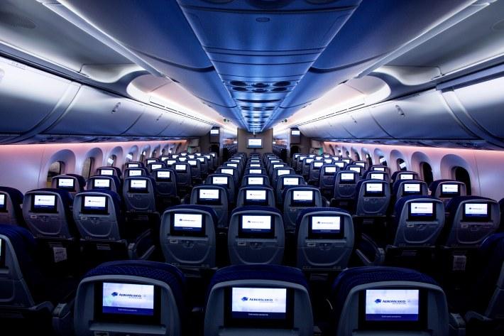 avion aeromexico 06