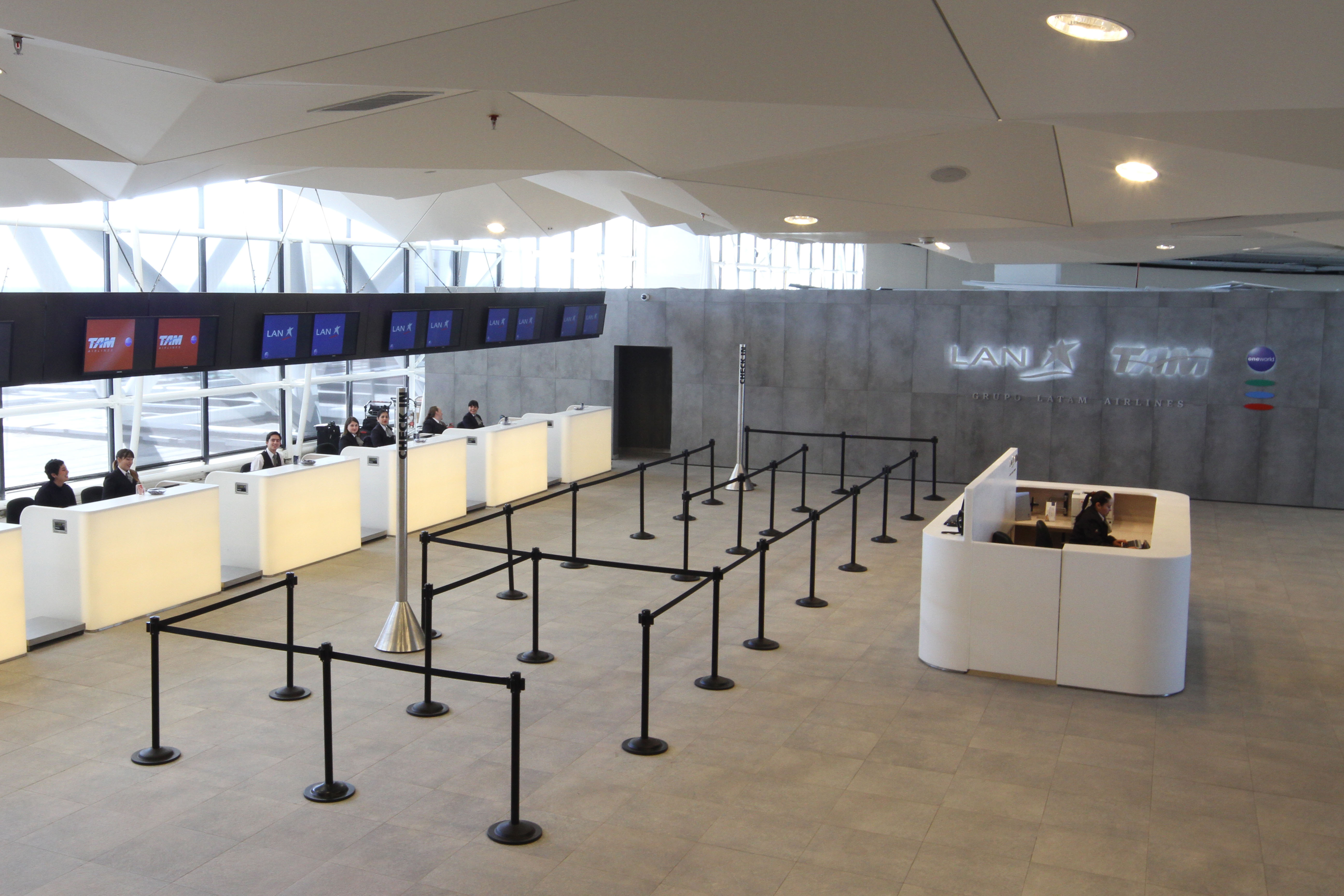 Lan and tam open new preferential check in at santiago for New check designs