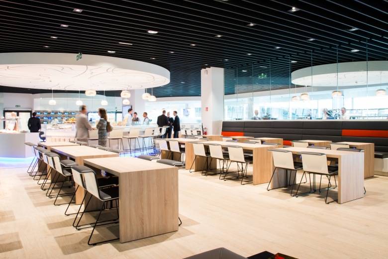 Which credit cards have the best airport lounge option ...