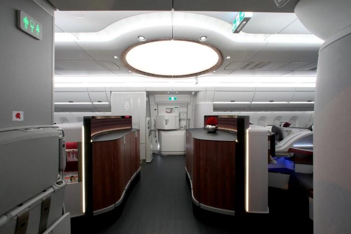 Pic 42 Qatar Airways' Airbus A350-900  Dome Entrance
