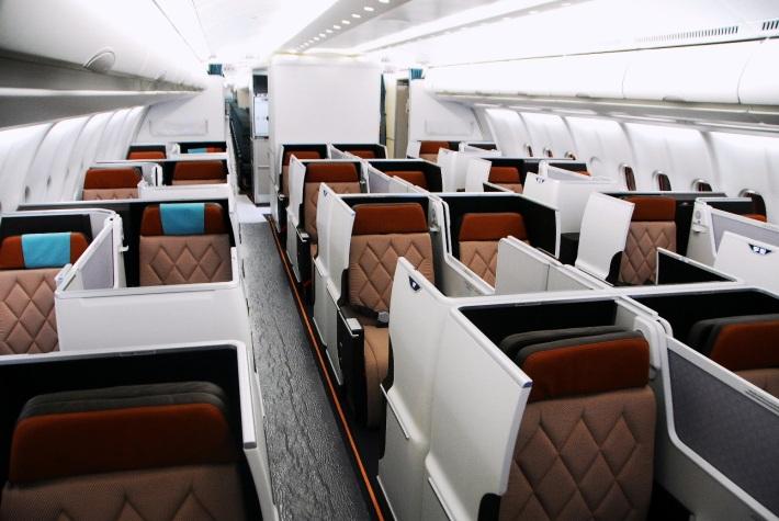 Oman Air_A330_BE Aerospace_2