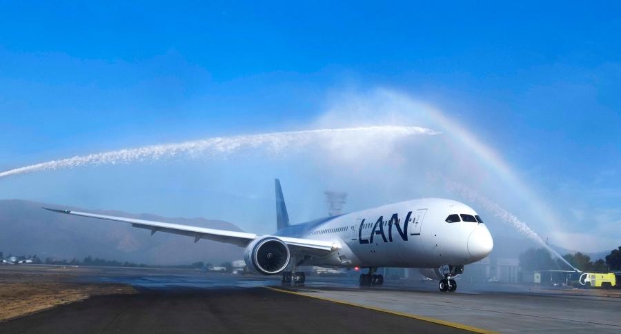 Arrival to Santiago - Boeing 787-9 LAN