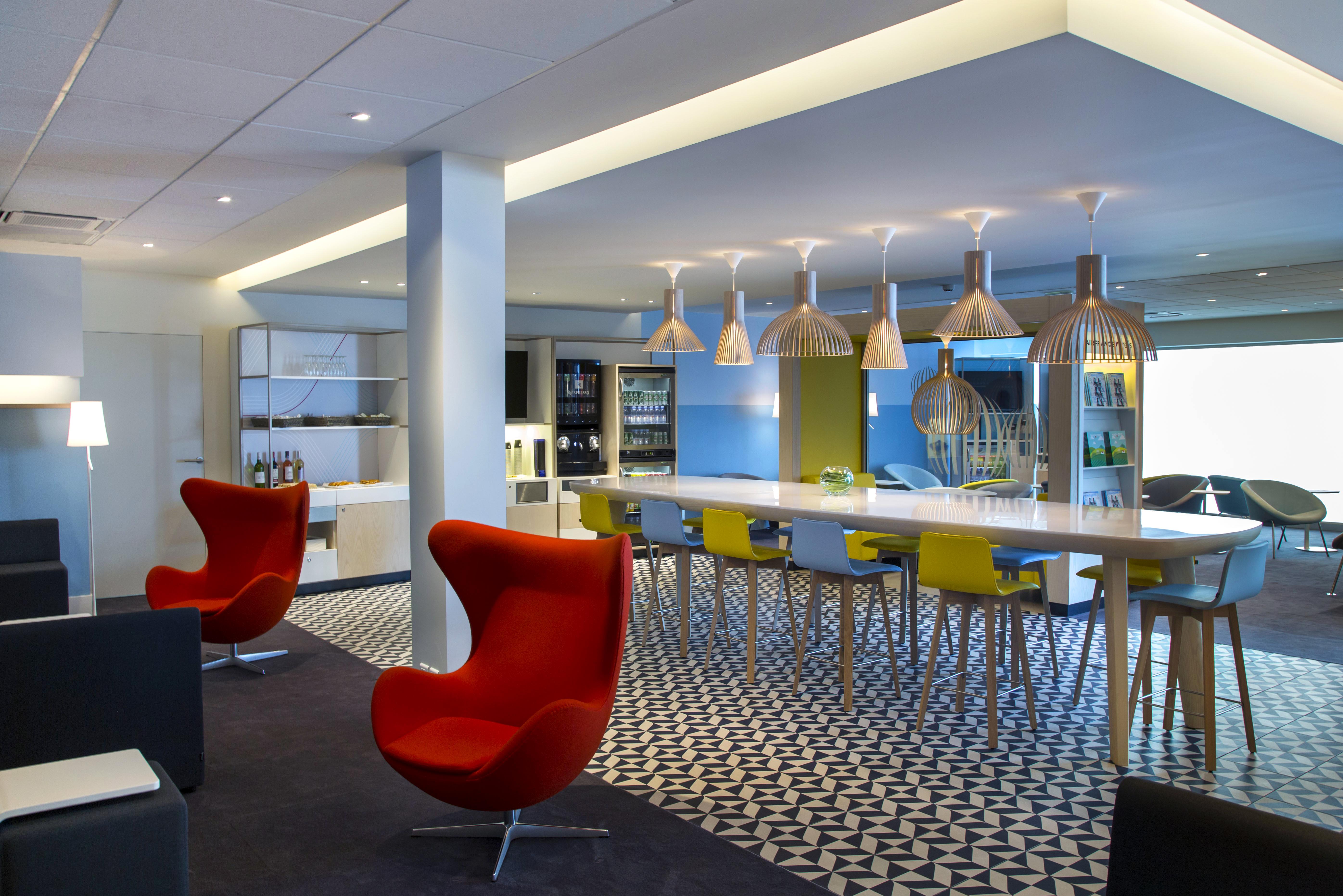 Air france create regional designer lounge in bordeaux for Salon the bordeaux