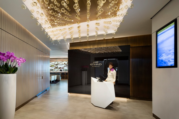 Etihad opens new lounge in new york jfk thedesignair for Best airport lounge program