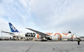 ANA's BB-8 Themed Jet Lands In Los Angeles For STAR WARS: THE FORCE AWAKENS