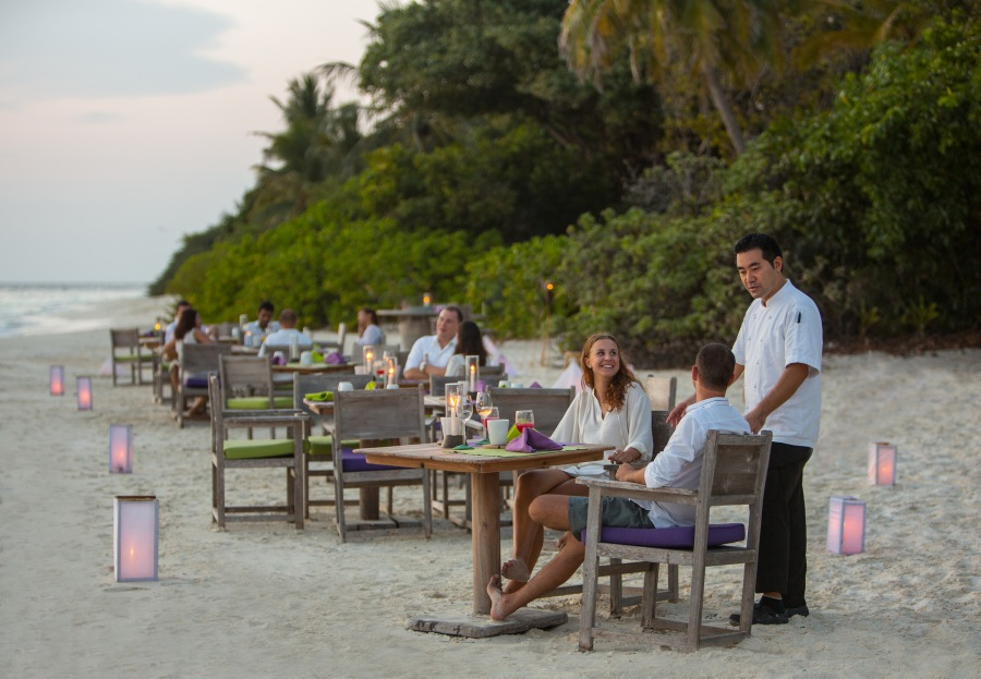 010-sf-soneva_fushi_by_the_beach_restaurant2_by_richard_waite