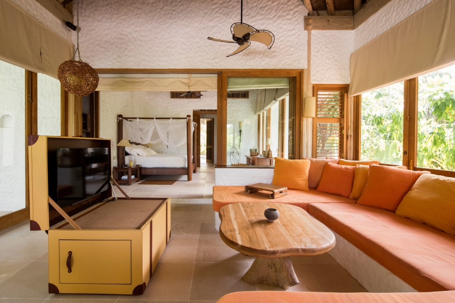 013-sf-soneva_fushi_family_villa_suite_living_area_by_richard_waite