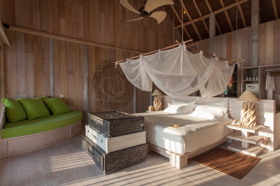 024-sf-soneva_fushi_villa_one_guest_bedroom1_by_sandro_bruecklmeier