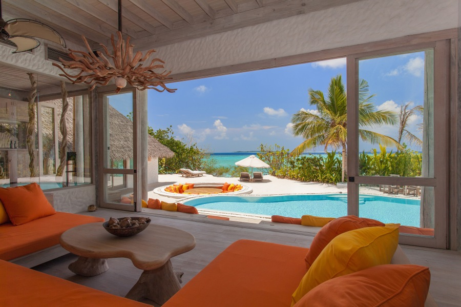 026-sf-soneva_fushi_villa_one_relaxing_area_seaview_by_sandro_bruecklmeier