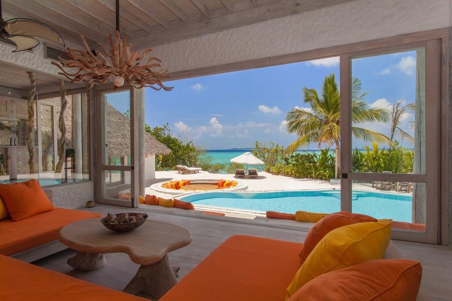 026-sf-soneva_fushi_villa_one_relaxing_area_seaview_by_sandro_bruecklmeier