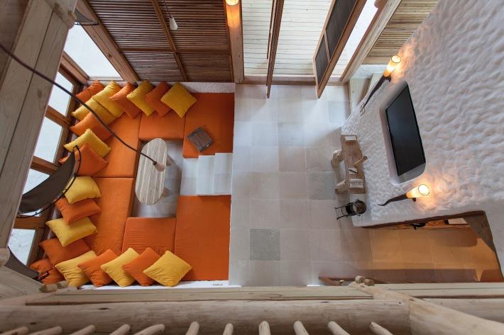 027-sf-soneva_fushi_villa16_livingroom_by_sandro_bruecklmeier