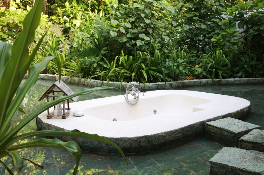 028-sf-crusoe_suite_3br_with_pool_outdoor_bathtub_soneva_fushi_maldives_by_cat_vinton