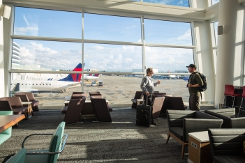 the-new-delta-sky-club-in-seattle_30367396621_o