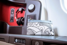 priestmangoode-south-african-airways-a330-business-class-seat-detail-2_photo