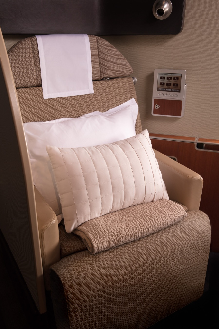 Qantas First suite 3