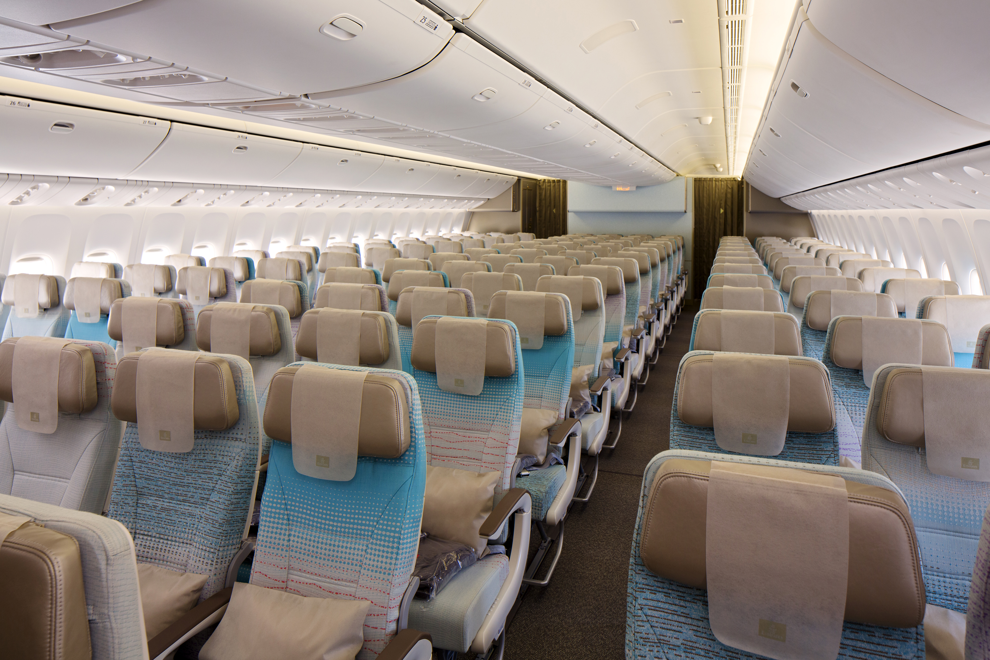 Economy class cabin on boeing 777 300er thedesignair for Boeing 777 interior