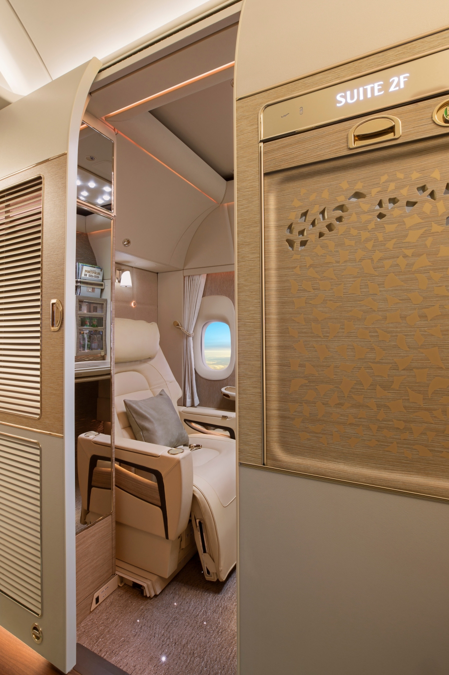 First-Class-fully-enclosed-private-suites