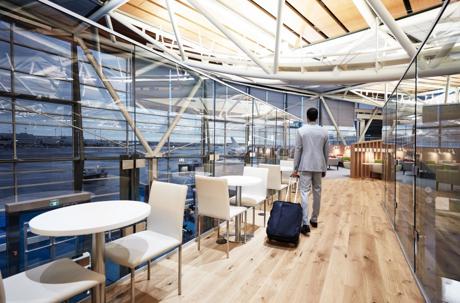 SkyTeam_VancouverLounge_Bridge linking West and East Wing