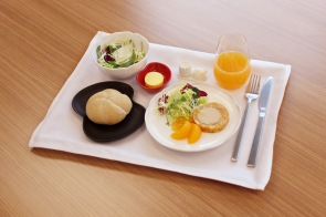 Business Class tableware (with food) 1
