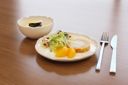 Business Class tableware (with food) 3