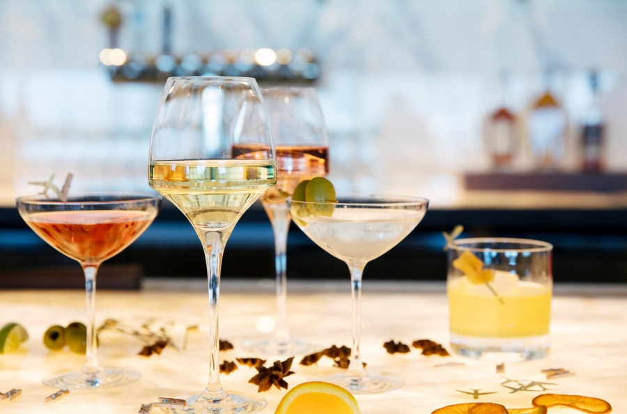Cocktails at United Polaris lounge at SFO