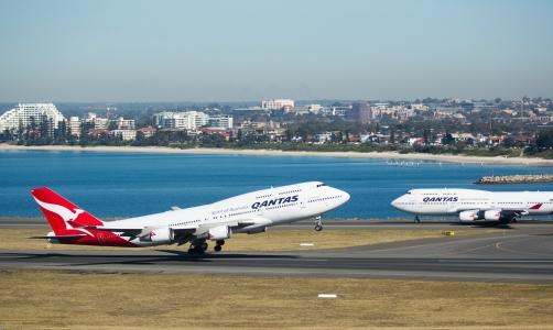 747 400s nose to nose - Copy
