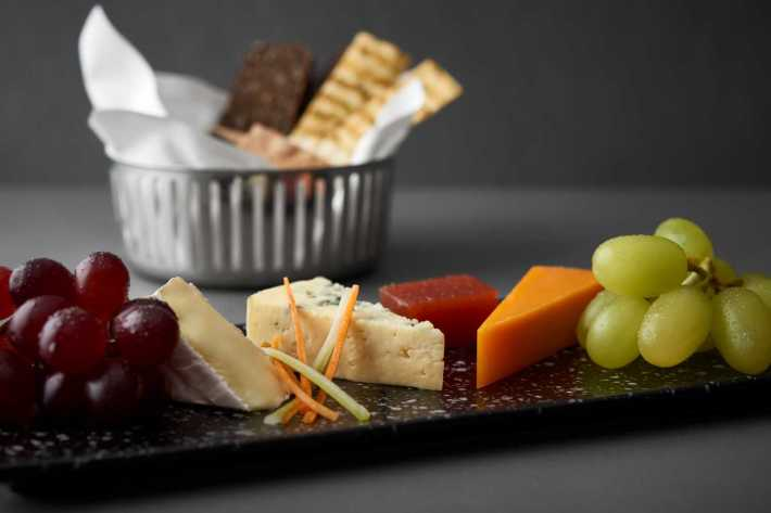 F&B_BUSINESS CLASS CHEESE PLATTER
