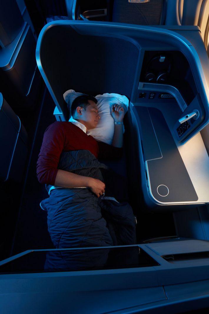 29183852-PAL-Business-Class-Full-Flat-Seats_resized_1280x1920