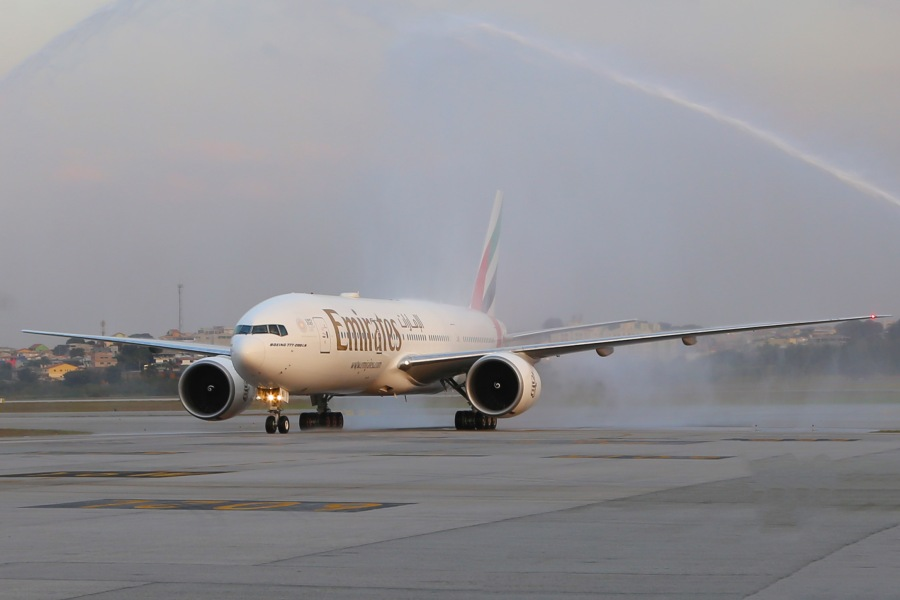 EMIRATES AIRLINES BOEING 777-200LR INAUGURAL SCL 13.jpg