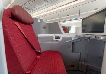 HX A350 New Business Class - Seat (horizontal)
