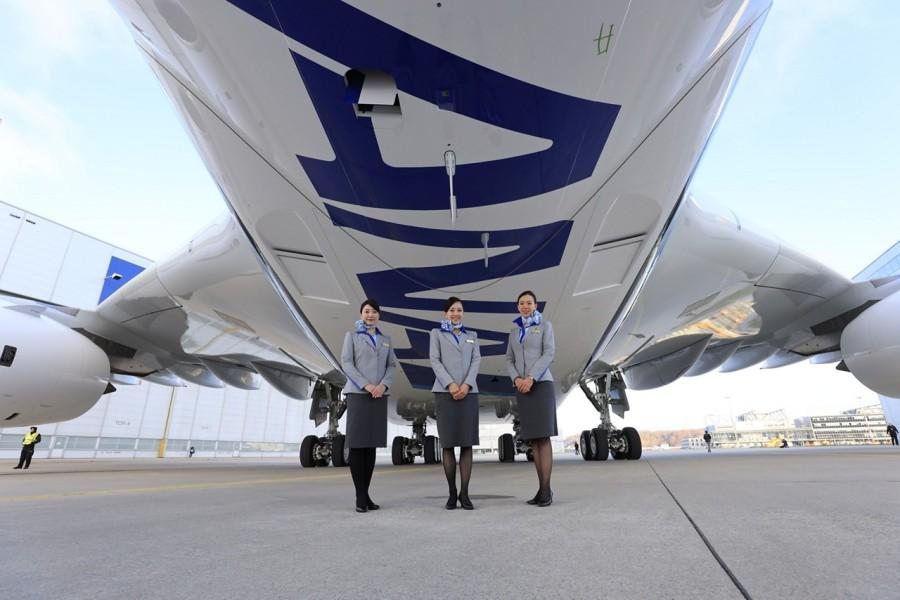 cabin attendants 4-1280x1280