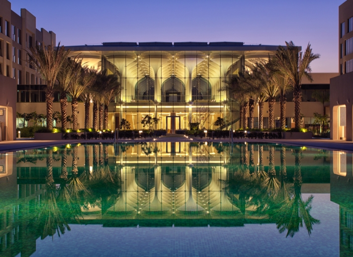 Kempinski Hotel Muscat_Infinity Pool and Lobby_Evening