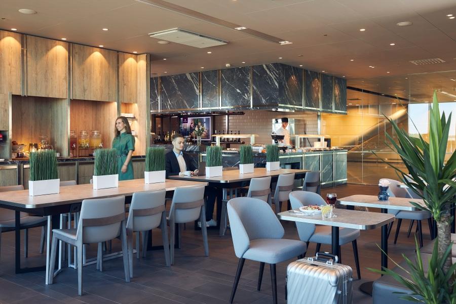 Plaza Premium Lounge Helsinki - dining area
